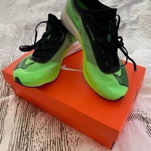 Nike Zoom Fly 3, 7 Men's , 8.5 women's